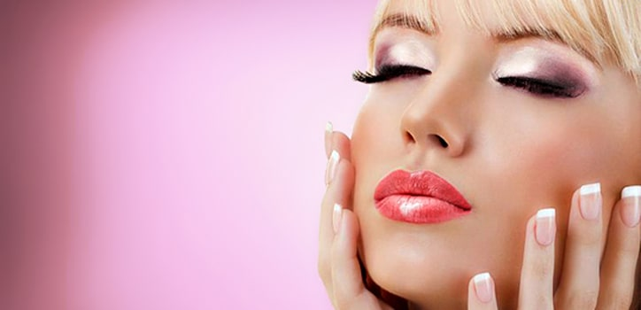 Lippen aufspritzen mit Hyaluronsäure Behandlung in Berlin bei Praxis Juri Kristen