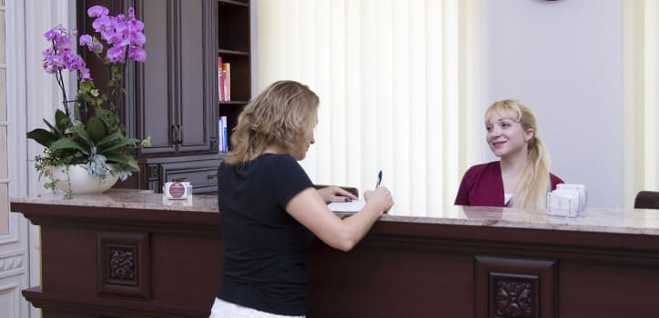 praxis juri kirsten berlin rezeption-empfang-terminvereinbarung zum botox